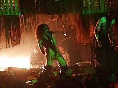seksowna owłosiona piosenkarka nago publiczne na scenie dj koncert klub nos