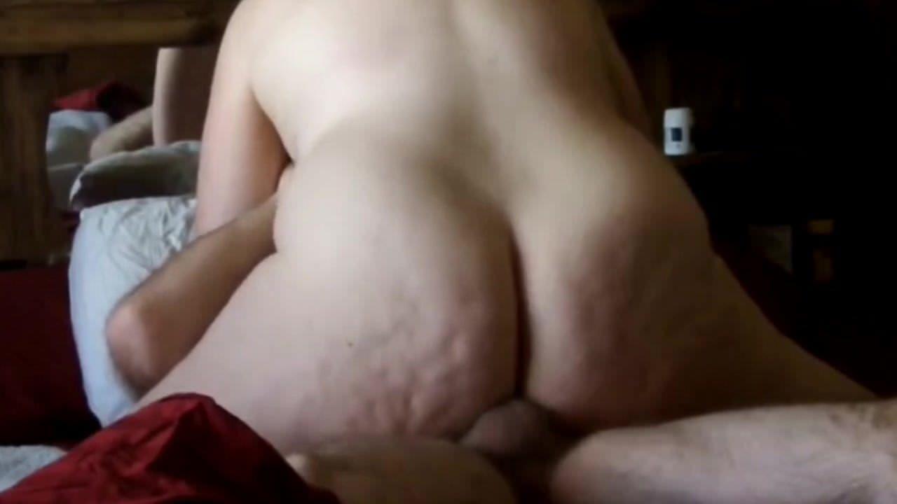 Транс трахает себя порно онлайн