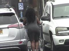 offen - Big Black BOOTY im engen Kleid