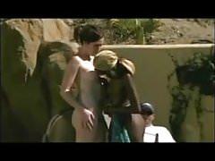 Nick lick dans la piscine