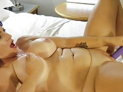 Seins mazoutés et Pussy Toy Fucked POV.