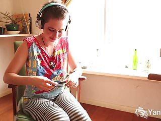 Amateur Hairy video: Yanks Ezmerelda Cums To Music