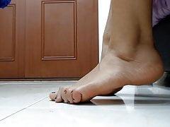 Very Appetizing, Suntanned, Spanish Feet Toying. Feet & Zoom '(2).