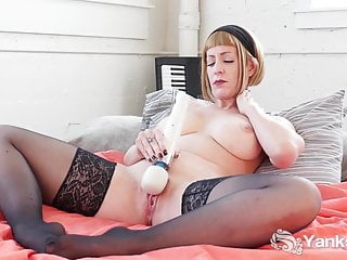 Stockings Softcore Blonde video: Yanks Starlette's Hitachi Love