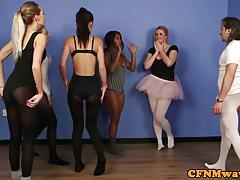 Britský baletní tanečník ovládá instruktora