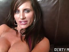 Female Muscle Pornstar Fucks Her Ass and Pussy