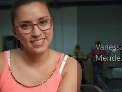 Vanessa Mendez zeigt ihre großen Brüste
