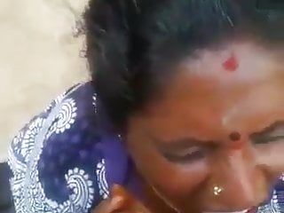 Amateur Indian video: Tamil Mature old Mom blowing her sons friend - Cum in mouth
