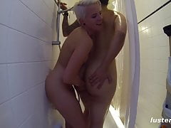 Homemade Amateur Lesbian Sex in the Shower