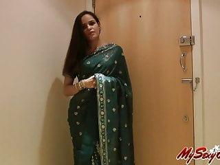 印度性感寶貝茉莉花帶脫下她的紗麗