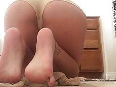 Annusa le mie calze puzzolenti e i miei piedi nudi