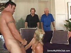 Swinger Wife Gets Screwed, Hubby Zatwierdza!