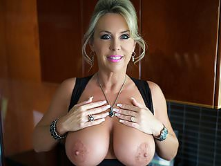 Milf busty pictures