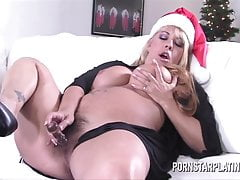 Pornstar Platinum and Big Boobs Milf Joclyn Stone treat