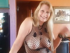 Very sexy Milf loves to suck cock