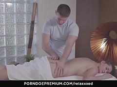 RELAXXXED - La bellezza russa gode di massaggi e sesso bollente