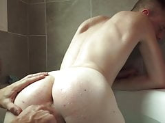 Gay07 Bathtub With Jizm Shower