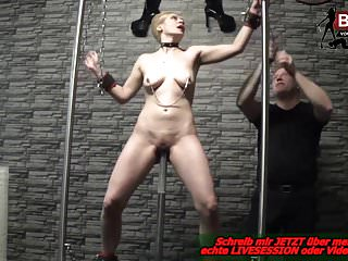 Milfs Bdsm Latex video: DEVOTE DEUTSCHE HAUSFRAU erste mal im Domina Studio