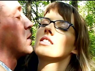 Stockings Outdoor High Heels vid: Sabine Mallory In A Park