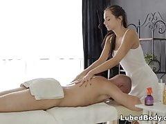 L'ucraina Anita Sparkle gode di massaggi