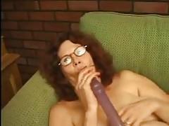 La vecchia nonna si masturba