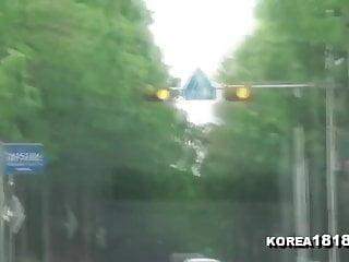 华丽的韩国女孩提供风扇按摩