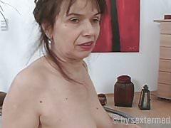 Mamie sexe avec Emma