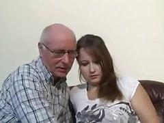 Děda miluje dospívající kundičku