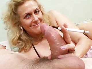 Matures Amateur Grannies vid: Smoking Mature Gives Blowjob To A Fat Cock