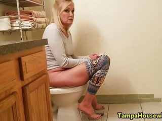 Pov Blonde Milf video: Everybody In This Family Watches Mommy PEE