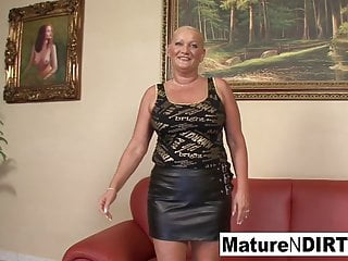 Mature Granny Hd Videos video: Busty blonde grandma takes it in the ass