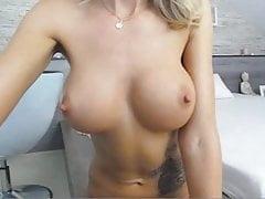 MILF velké kozy prsa velké měla bradavky prst kundička prdel