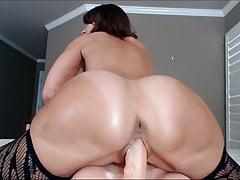 Cum-Nahaufnahme-reife Frau, die mit ihrer eigenen Pussy spielt