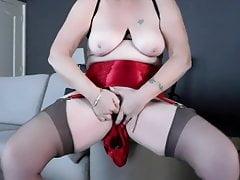 Červené hedvábné kalhotky