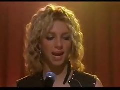 Britney Spears bascule et nous taquine