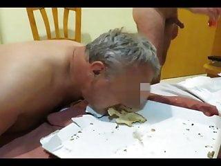 Bdsm Blowjob Wife video: Pizza au jus de couilles pour la truie