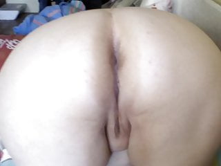 Amateur Russian porno: fat ass trying to fart