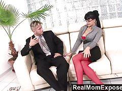 RealMomExposed - Geile Sekretärin liebt einen Schwanz im Arsch