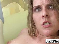 Flessibile Megan Reece succhia e scopa il cazzo nero