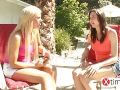 Das Paradies der lesbischen Teenager - Herrliche Mädchen ficken im Reso