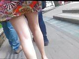 Rica Milf mostrando sus piernas Skirt Legs