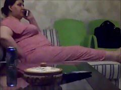 mamá árabe tetona en casa