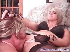 Cuckolds żona fucked przez przyjaciół big cock Sissy upokorzona