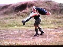 Entführung eines Kerls durch Schulterlift