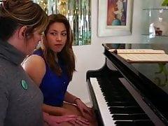 Der Klavierlehrer wird vom Schüler verführt