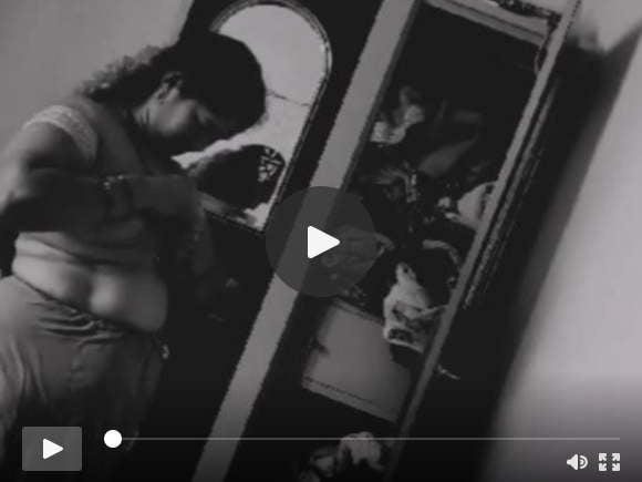 देसी तमिल मौसी बदलती साड़ी स्पाई कैम