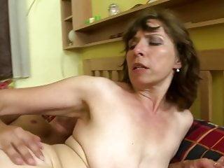 Storie domestiche sporche con mamme mature