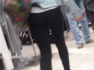 Extremel nice teen ass in black leggings