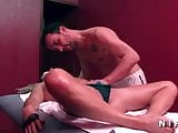 Amateur milf analized in a massage room