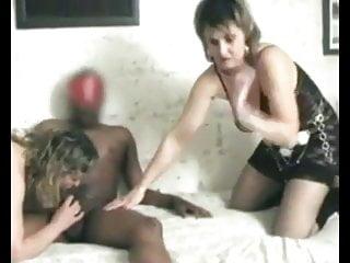 2 femme matures partouzes en amateur...